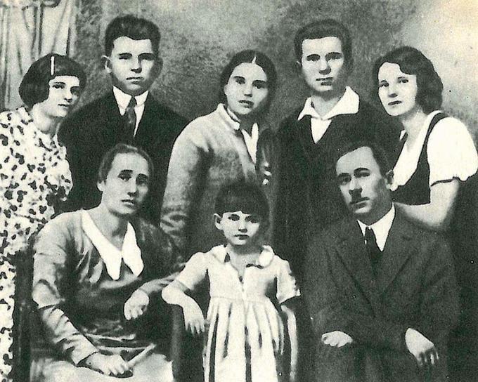Семья Деревских в 30-е годы.
