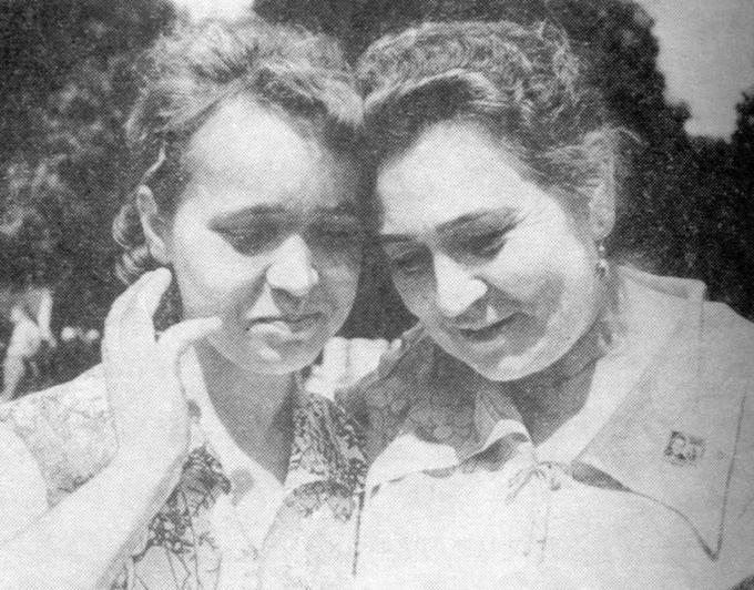 Катя и Панна - самые: младшая и старшая. Деревские. Из семейных архивов.