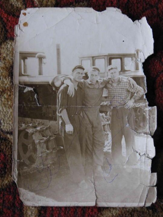 Юрий, Валентин, Володя (большой) на целине. 1956 год. Деревские. Из семейных архивов.