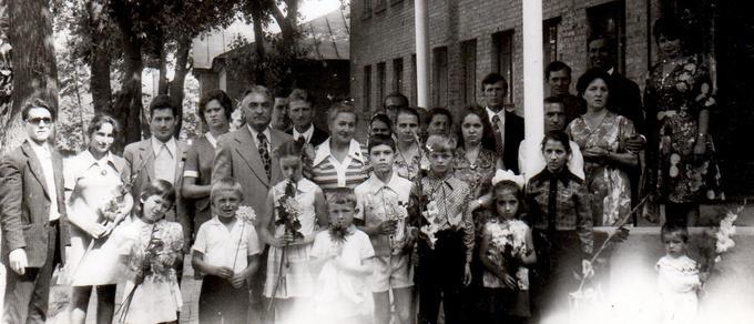 1977. Встреча Деревских. У школьного порога.