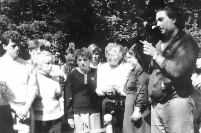1990. Встреча Деревских - у могилы Мамы.