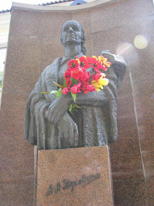 Памятник Маме - начало Маршрута Памяти.