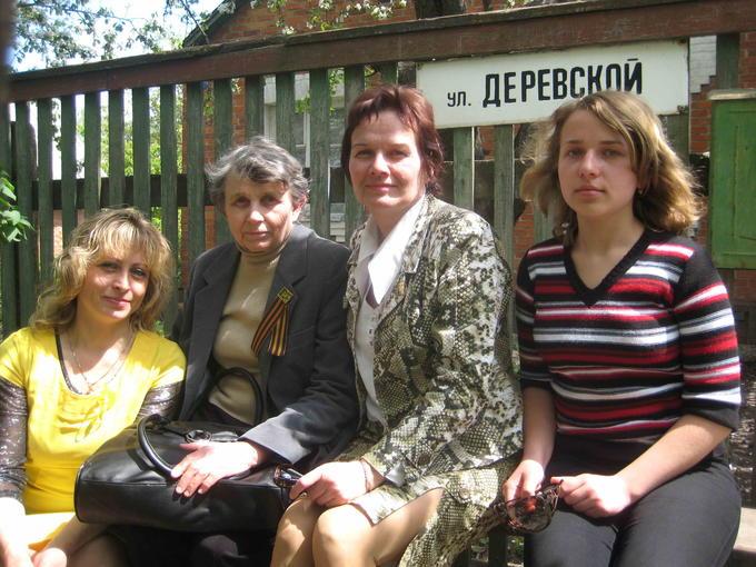 2009. Деревские - на улице имени Мамы.