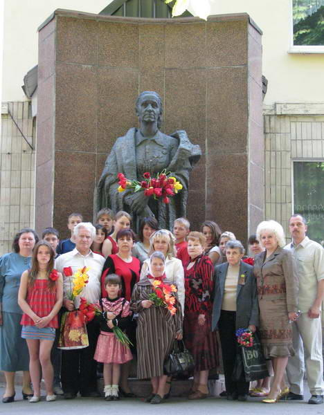 2010. Встреча Деревских - у Памятника Маме.