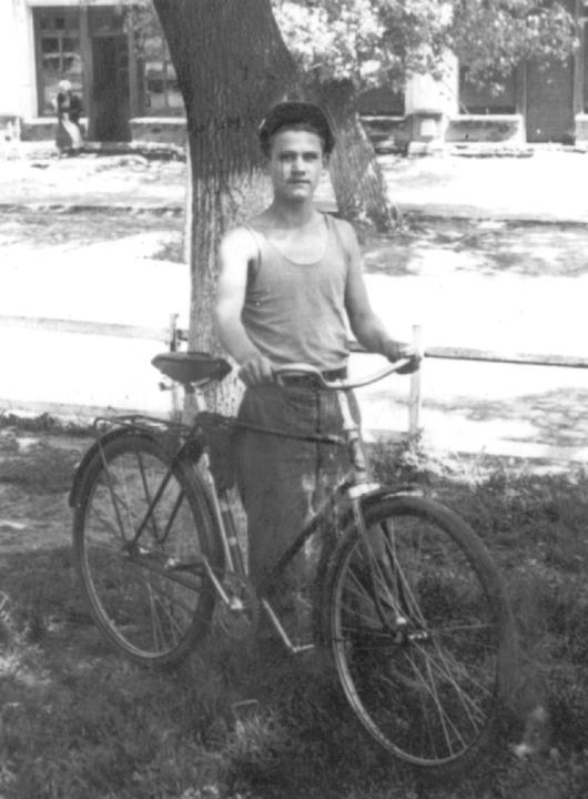 Вениамин Деревский - студент. Деревские. Из семейных архивов.