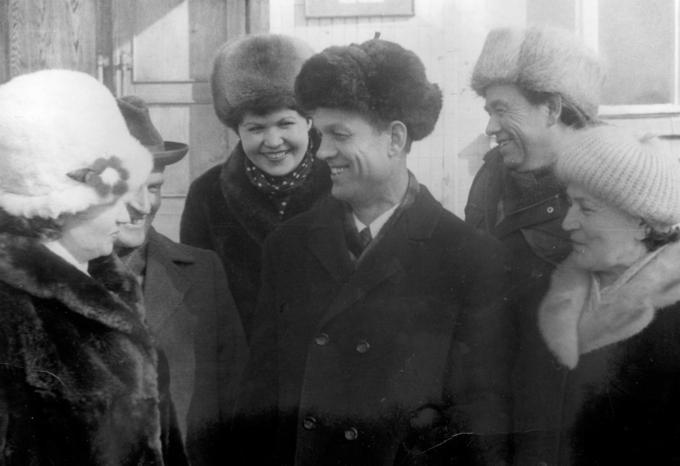 Лида, Валерий, Жанна, Юрий, Борис, Панна - Деревские. 1982 год.