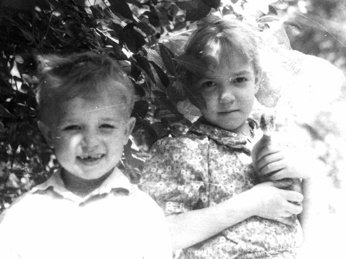 Ваня и Аня, правнуки - внуки Лиды. 1990 год