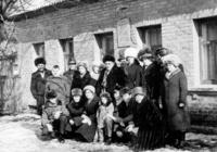 6 марта 2017 года исполняется 35 лет со дня открытия Памятного Знака Матери-героини Александре Аврамовне Деревской